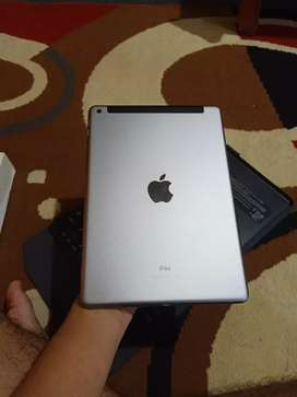 """New iPad 9.7"""" 2018 32GB WIFI and Cellular-Silver"""