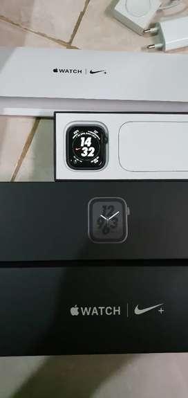 Apple watch Series 4 ukuran 44mm Special Nike + edition
