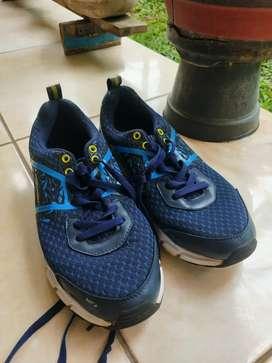Sepatu Olahraga Lari Spotec 43