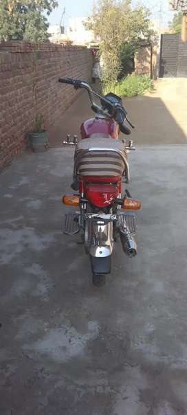Honda70 bahut achi condition hay like new a bike  all dacoment caler