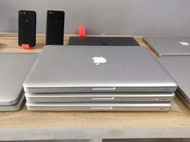 Gadgetz Hub : MacBooks many more options available at discounted price