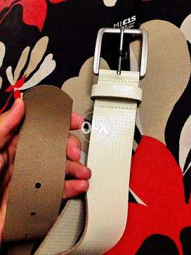 Burton Pearl White Leather Belt ( New with Tag)