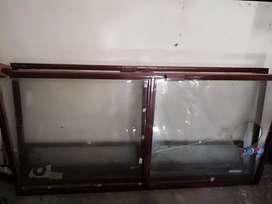 Aoa i am selling shop iron frame with mirror 7 by 7 three month used
