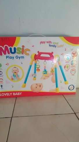 Music Play Gym merk Lovely Baby