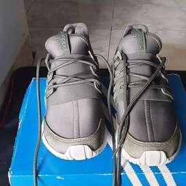 Sepatu adidas tubular radial AQ6724