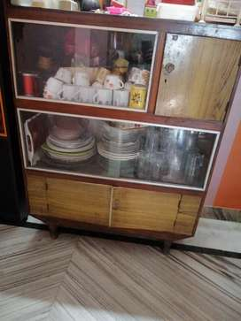 Sale of wooden showcase (price negotiable)