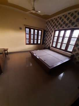 Independent 3bhk furnished society  flat available dalanwala near ec r