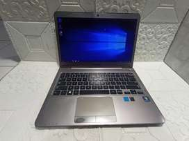 Laptop Samsung slim 535 amd a6 Radeon RAM 4GB SSD 128GB