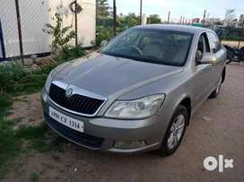 Skoda Laura Ambiente 2.0 TDI CR AT, 2012, Diesel
