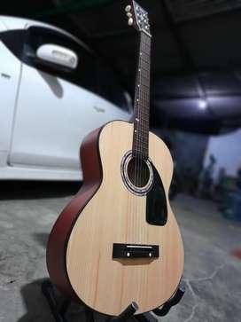 Gitar akustik terkontrol