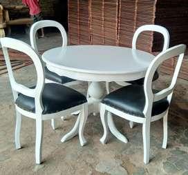 Meja makan dan kursi 4