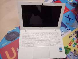 Laptop Asus X200MA dijamin murah 1.25 jt