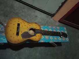 Gitar yamaha.suara joss. Kondisi 80%.stang lurus.suoro banter