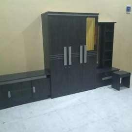 Paket kontrakan lemari pakaian e pintu dan meja rias meja tv