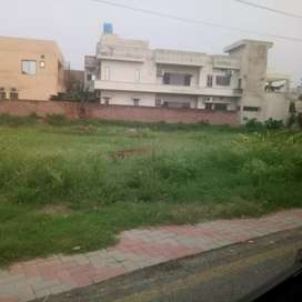 Corner Pcsir2, 1 kanal Plot for sale secured and clean green society