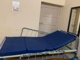 Hospital home care bed(kneerest and headrest) adjustable pair railings