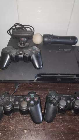 Ps3 (Slim, 500 GB) with 3 controllers, motion sensor, camera and games