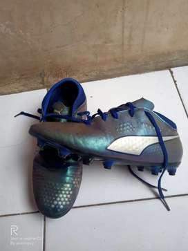Puma one 2.4 /sepatu bola