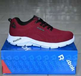 Sepatu maroon terbaru