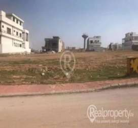6 marla plot in umair town for sale