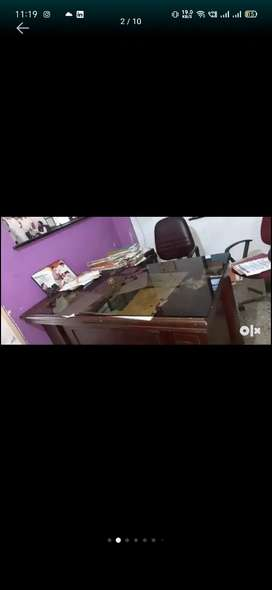 Office for rent near jafar nagar with furniture and all near aminities