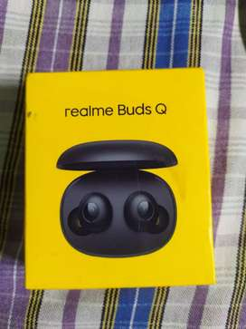 Realme buds Q (new one with box)