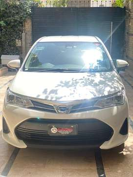 Axio hybrid 2017 model pearl white karachi port unregistered