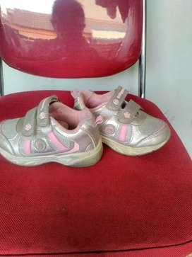 Sepatu kondisi bagus, Untuk anak 2-3 tahu