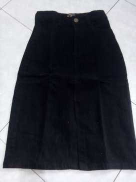Rok span hitam cantik size 36 kecil