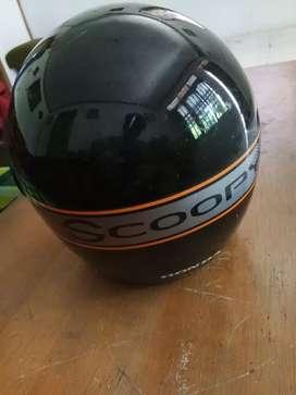 Di jual helm scoopy hitam lecet pemakaian bisa di poles bosku