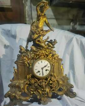 Jam meja Eropa model patung