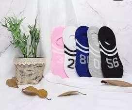 Kaos kaki dewasa