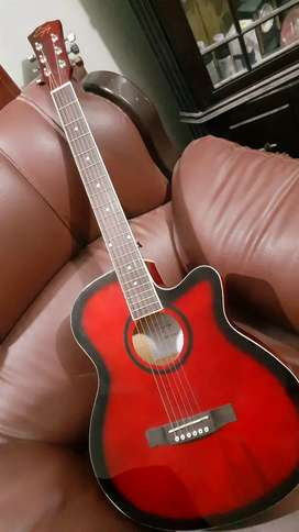 Full size guitar at best price  (price little bit negotiable)