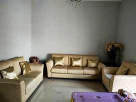 Sofa model minimalis warna gold cantik