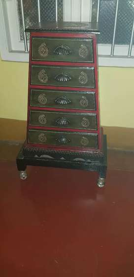 Antique. Nice workmanship. Decorative Chest of drawers with stand