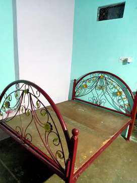 Maharaja iron bed..7500