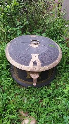 Antique round box