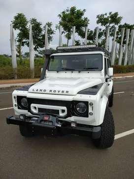 Land Rover Defender 2.2L SW 110 MT Tahun 2012 Putih