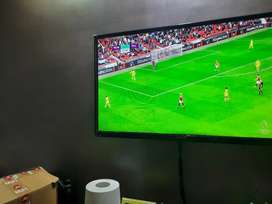 Lloyd 42 inch TV for sale with redmi 4k tv box