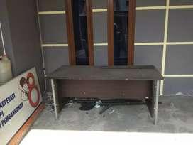 meja kantor kaki besi