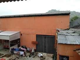 Disewakan bangunan bekas lapang futsal untuk usaha atau gudang