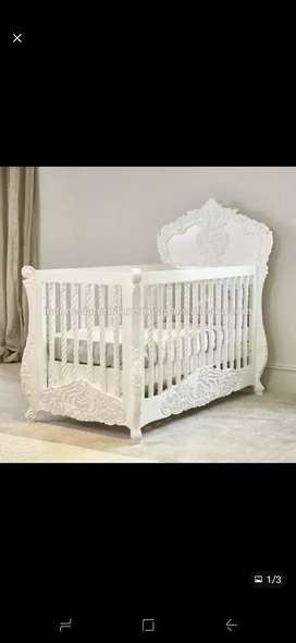 Luxury BRAND NEW CONDITION Baby crib