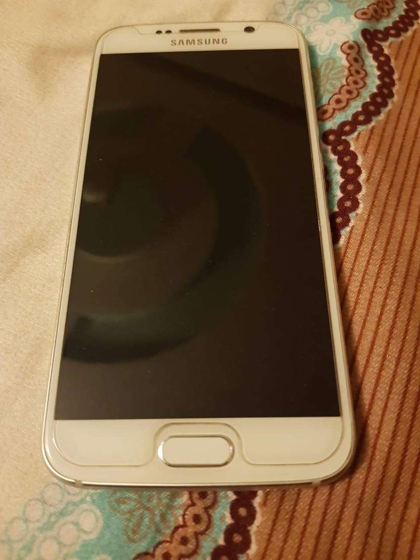 samsung s6 3GB ram 32 GB rom white clr good candition 0
