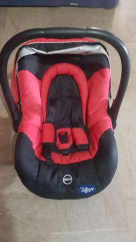 Carry cot disney 10/10 condition