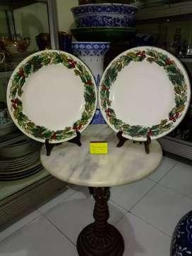 Sepasang piring keramik motif daun buatan indonesia