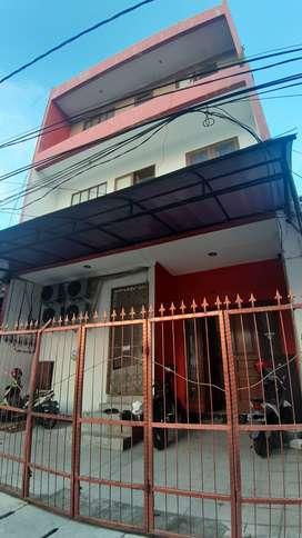 Dijual Rumah Kos Kelapa Gading Omset Pendapatan Hingga 20Jt/bulan.