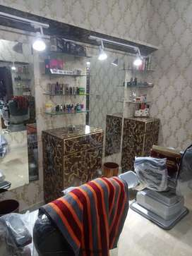 Beauty parlour job Female expert required