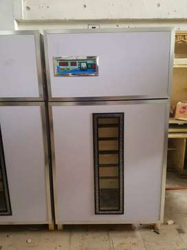 Fully insulated manual eggs incubator for 2000 eggs