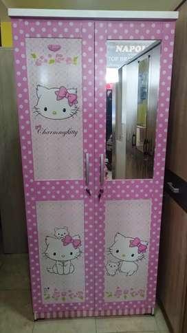 Lemari pakaian kitty kaca.almari 2 pintu