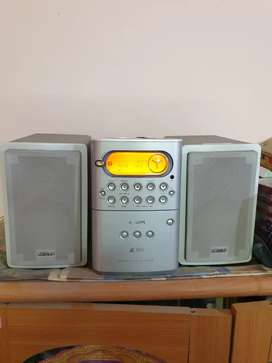 Phillips Radio, cassette, VCD, MP3 player with Two portable speakers